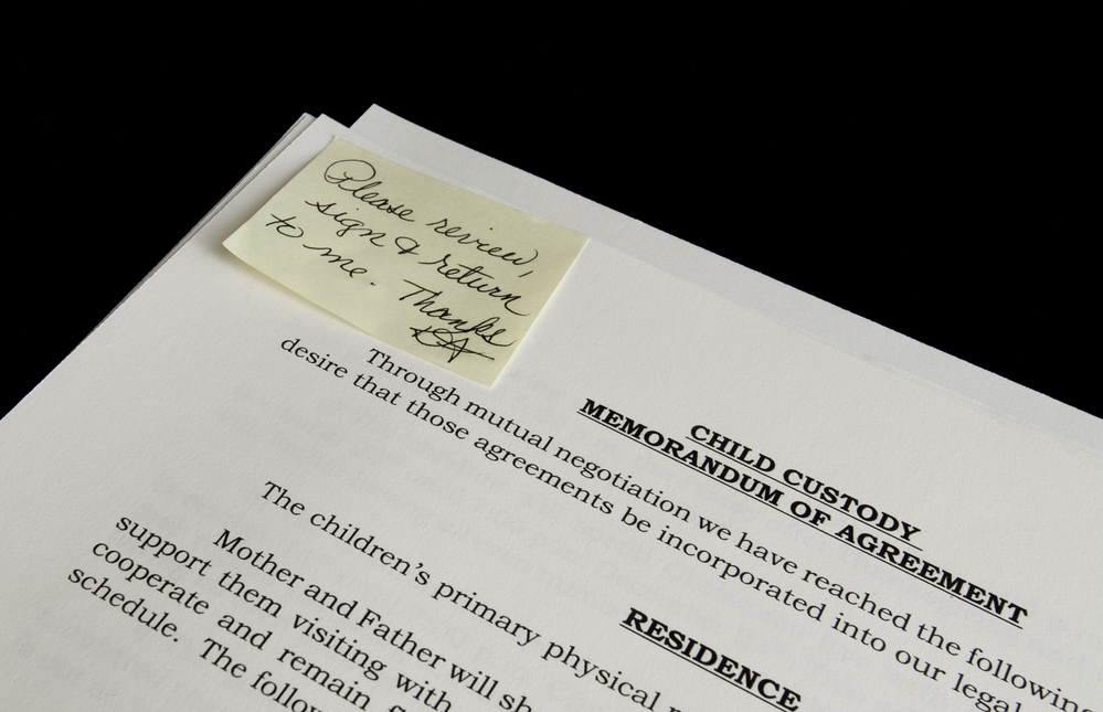 Child custody agreement with sticky note